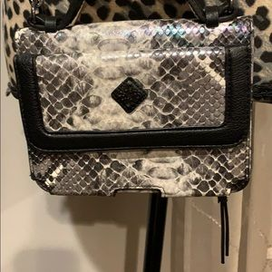 simply Vera cross body